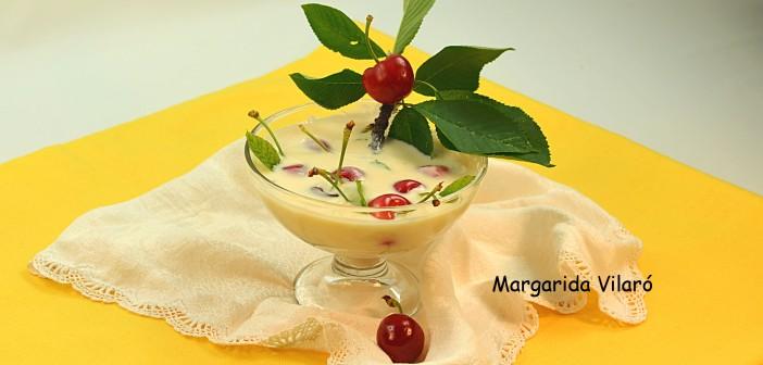 Sopa fría de yogur y cerezas