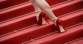 """QET005s CANNES (FRANCIA) 18/5/2011.- Detalle de los tacones de la modelo checa Eva Herzigova a su llegada la proyecciÛn de la pelÌcula """"El Concurso"""" en la 64∫ ediciÛn del Festival de Cine de Cannes, Francia, hoy, miÈrcoles, 18 de mayo de 2011. La cinta, dirigida por el francÈs Xavier Durringer, se presenta fuera de competiciÛn. EFE/Guillaume Horcajuelo"""