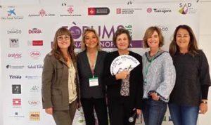 La doctora Helena Biosca, Montse Roura y tres asistentes.