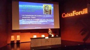 La doctora Helena Biosca en su conferencia