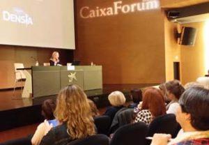 La dra Lola Ojeda en su conferencia