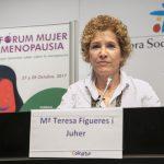 Mª Terea Figueres respondiendo con mucha atención