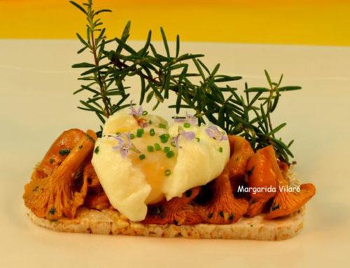 Tostada de huevo y rebozuelos