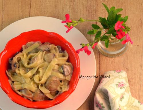 Tagliatelle con champiñones y nata de almendras