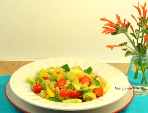 Quinoa con aguacate y verduras de verano