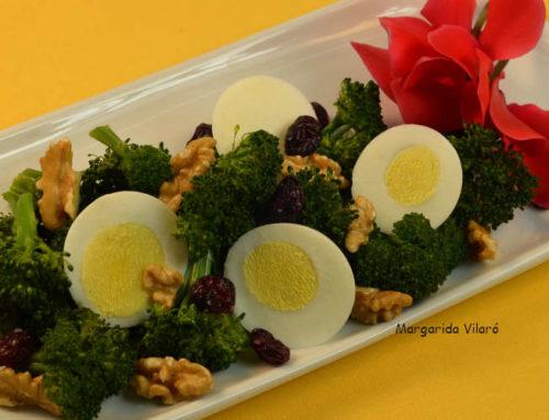 Brócoli al vapor con huevos duros
